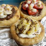 mini sweet dessert pizzas